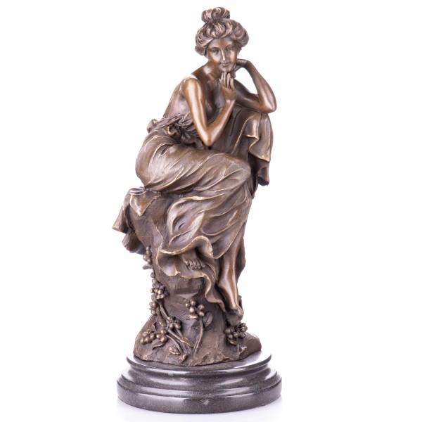 Jugendstil Bronzefigur Sitzende Frau YB573